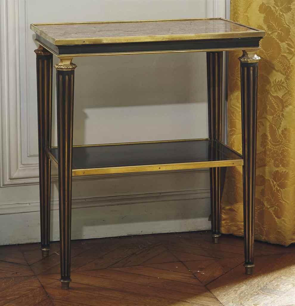 table de salon de style louis xvi attribuee a la maison. Black Bedroom Furniture Sets. Home Design Ideas
