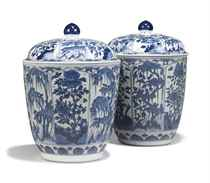 A PAIR OF LARGE CHINESE 'VUNG