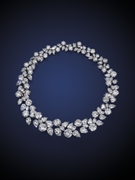 An Exquisite Diamond Cluster Wreath Necklace By Harry