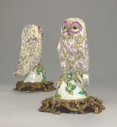 A PAIR OF ORMOLU-MOUNTED BOW MODELS OF TAWNY OWLS