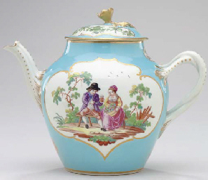 A WORCESTER PORCELAIN TURQUOISE-BLUE GROUND TEAPOT AND COVER