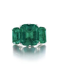 A Three-Stone Colombian Emerald Ring of 8.51, 4.04 and 3.94