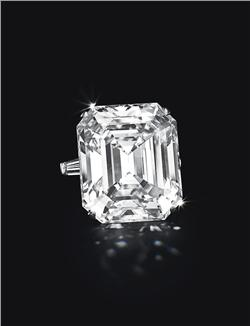 A MAGNIFICENT DIAMOND RING, BY GRAFF  Set with a rectangular