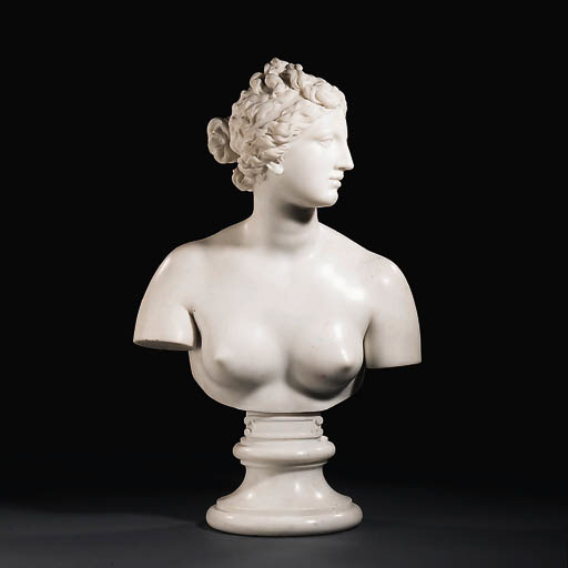 A marble bust of the Venus de'