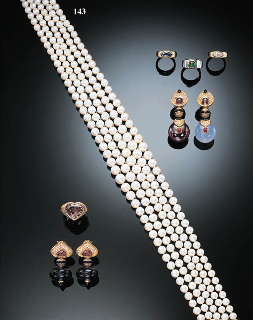 A FIVE-STRAND CULTURED PEARL NECKLACE