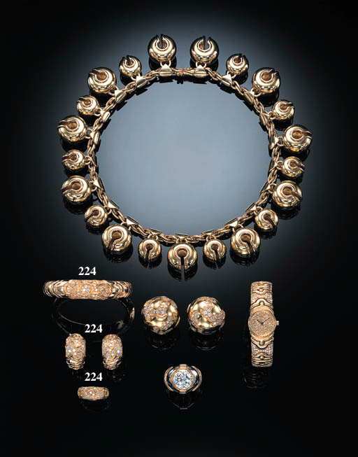 A SUITE OF DIAMOND-SET JEWELLE
