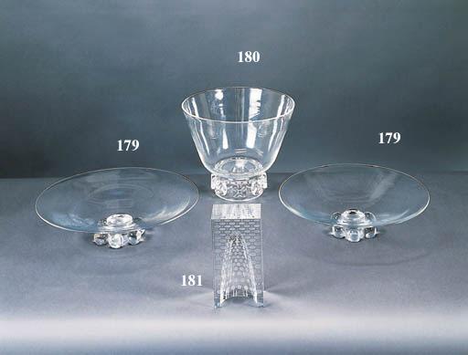 A PAIR OF STEUBEN COLORLESS GLASS CENTER BOWLS