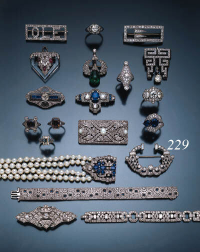ART DECO DIAMOND AND SAPPHIRE