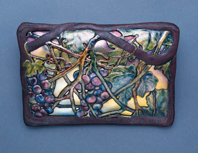 AN ENAMELED METAL AND RETICULA