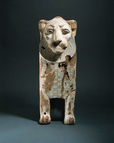 A WOOD LION SUPPORT