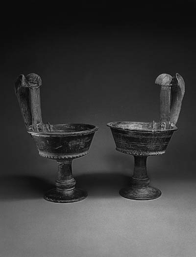 A PAIR OF LARGE ETRUSCAN BUCCH