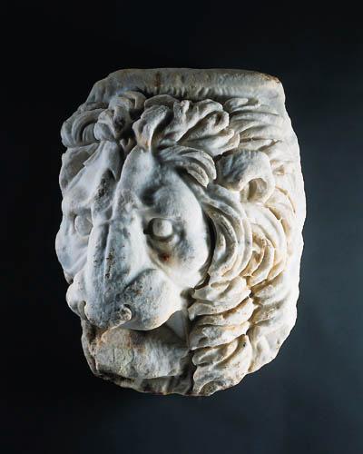 A ROMAN MARBLE LION PROTOME