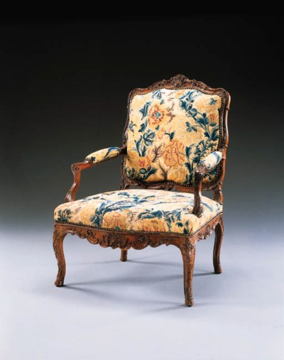 A PAIR OF EARLY LOUIS XV WALNU