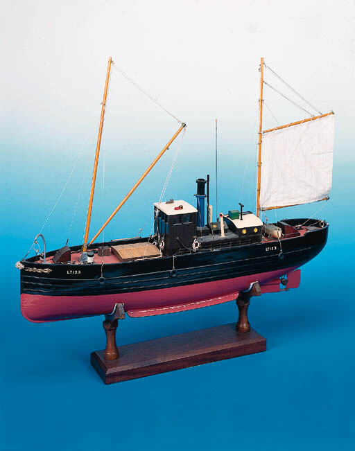 """AN ELECTRIC POWDERED RADIO CONTROLLED SAILING MODEL OF THE STEAM DRIFTER """"KAREN"""" OF LOWESTOFT, LICENSE NO. LT123"""