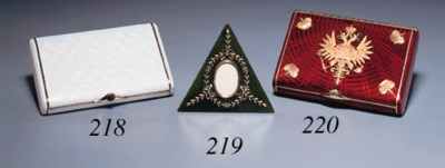 A two-colour gold-mounted gems