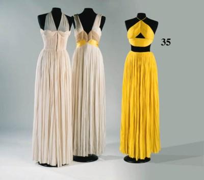 A long evening dress of saffro