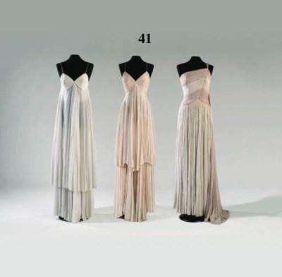 A long Grecian evening dress o