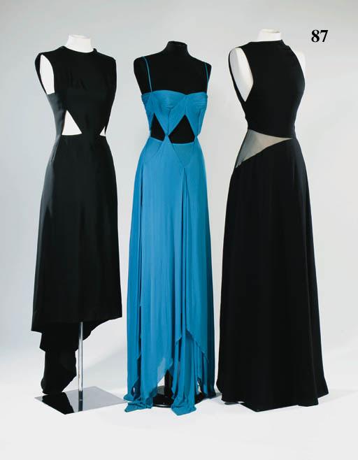 A long evening dress of black
