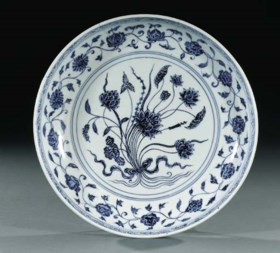 A BLUE AND WHITE SAUCER-DISH