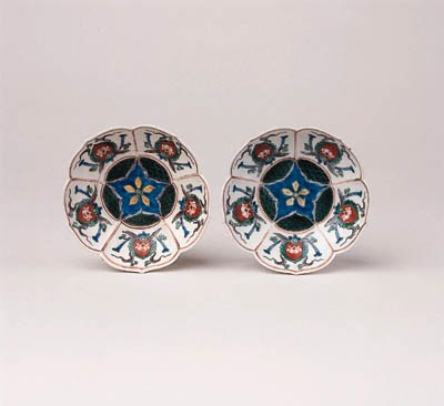 A PAIR OF EARLY ENAMELLED KAKI