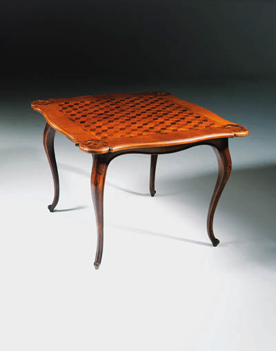 A WALNUT AND PARQUETRY GAMES-T