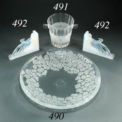 A GLASS ICE BUCKET