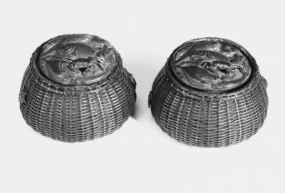 A pair of Japanese bronze inkw