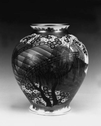 A Fukugawa globular jar