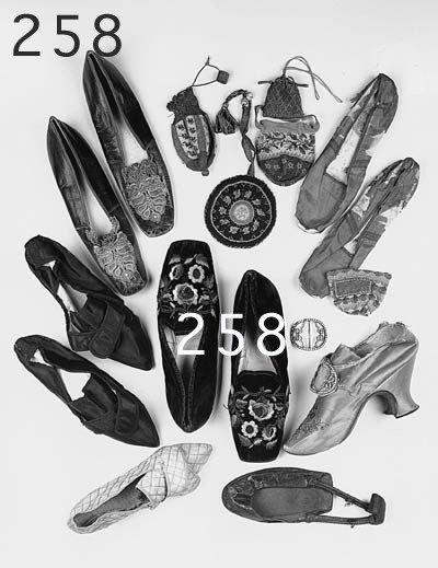 A pair of shoes of black leath