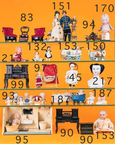 Gilt metal dolls' house items