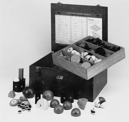 A set of Courtauld Atomic Mode