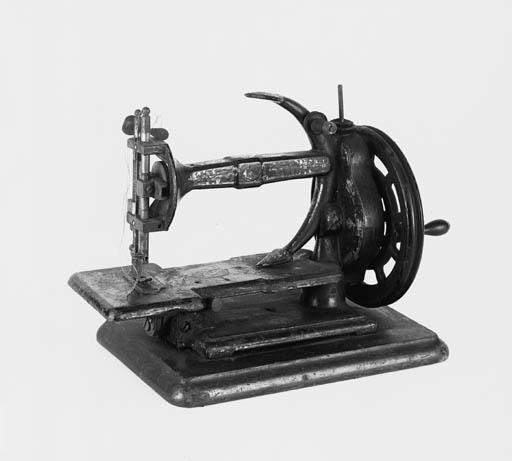 An Anchor sewing machine,