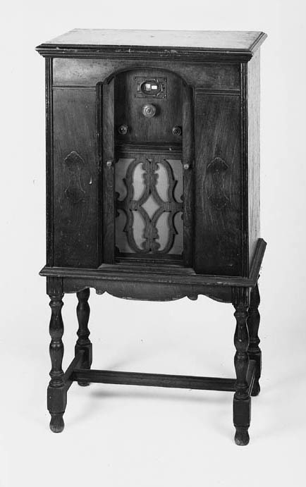 An Edison cabinet radio receiv