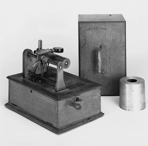 An Edison-Bell Victor phonogra