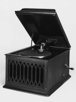 An Edison B80 table disc phono