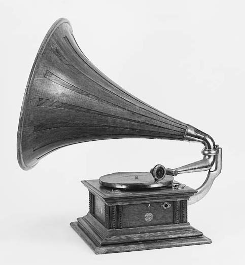 An His Master's Voice Monarch