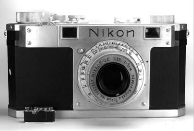 Display Nikon rangefinder came