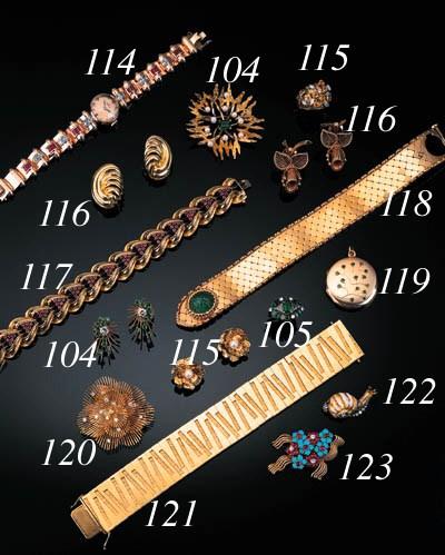 A diamond brooch pendant,