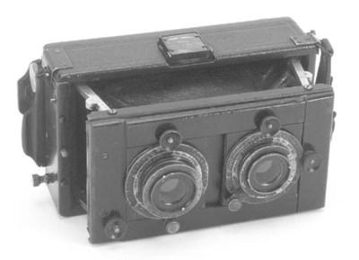 Stereo strut folding camera