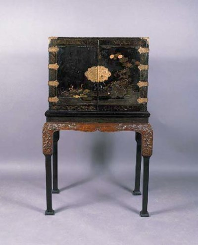 A BLACK AND GOLD LACQUER CABIN