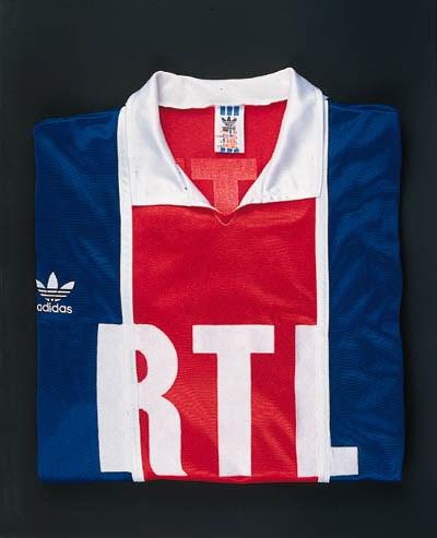 A blue, red and white Paris Sa