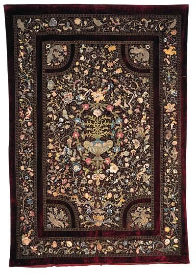 Grosser Behang aus Purpursamt