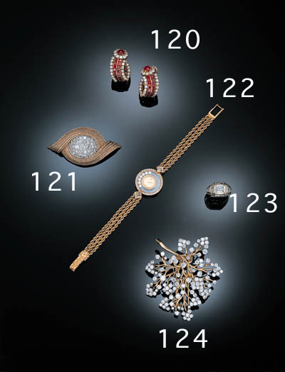 A SPLENDID DIAMOND FOLIATE BRO