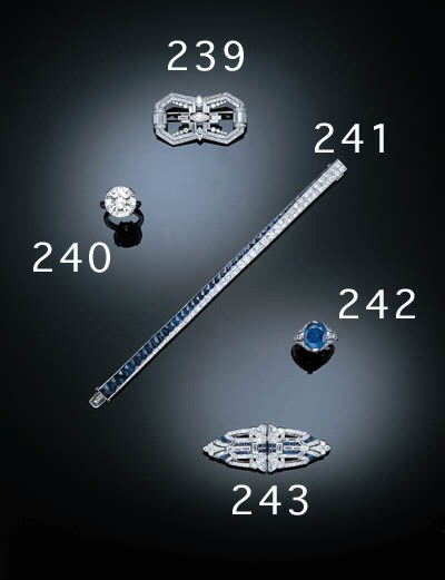 A SAPPHIRE AND DIAMOND DOUBLE
