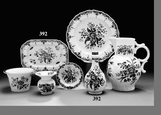 SEVEN WORCESTER BLUE AND WHITE WARES DECORATED IN THE 'PINE CONE' PATTERN