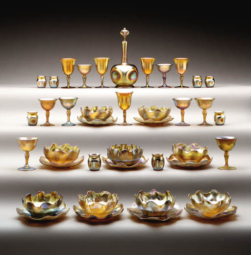 A GROUP OF GOLD FAVRILE AND AURENE GLASS GOBLETS