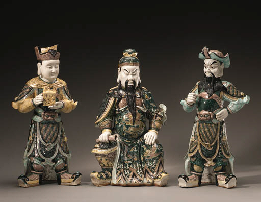 A SET OF THREE LARGE FAMILLE V