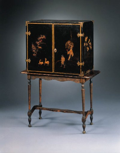 A CHINOISERIE DECORATED LACQUE
