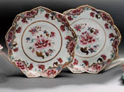 A PAIR OF FLOWER-SHAPED FAMILLE ROSE DISHES