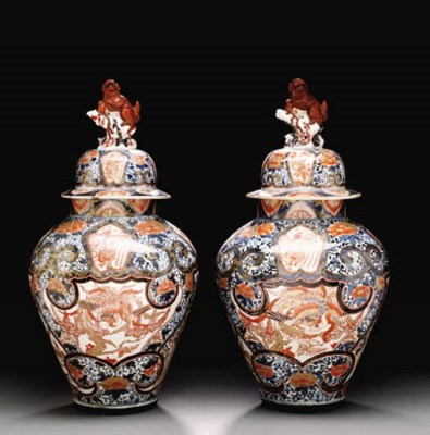 A LARGE PAIR OF JAPANESE ARITA